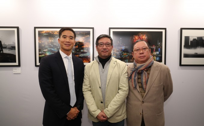 Mr. Douglas Woo, Chairman of Wheelock and Company (first left), Mr. Yungshih Lee, CEO of Boulder Publishing, Editor in Chief of National Geographic Magazine Chinese Editions and Judge of the Competition (second left), Dr Peter Lam Kin-ngok, Chairman of Ho