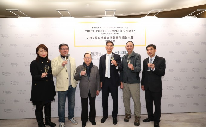 Mr. Douglas Woo, Chairman of Wheelock and Company (forth left), Mr. Stewart Leung, Chairman of Wheelock Properties (third left), Mr. Ricky Wong, Managing Director of Wheelock Properties (first right), Mr. Yungshih Lee, CEO of Boulder Publishing, Editor in